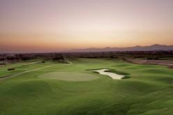 Wohin mit den Golfschlägern im Winter? Am besten mitnehmen in den Oman!